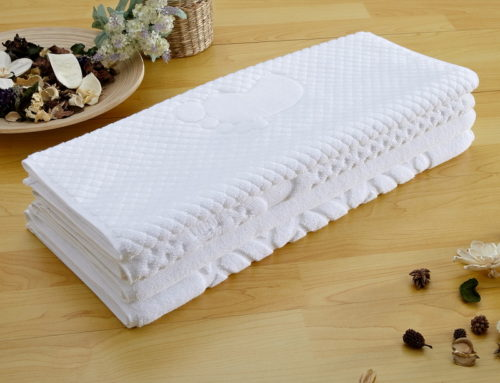 Super water absorbent white embossed logo hotel mat  cotton towel bath mats