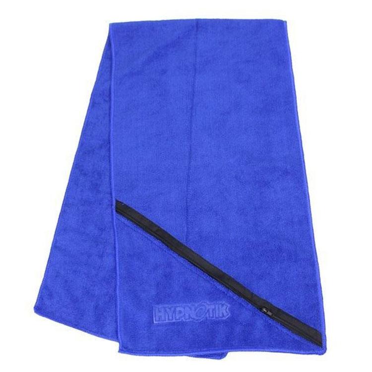 chłonny ręcznik gimnastyczny z wytłoczonym logo i kieszenią