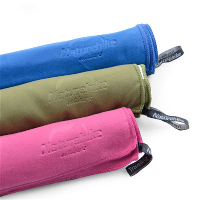 Zamszowy ręcznik podróżny z wytłoczonym logo z mikrofibry