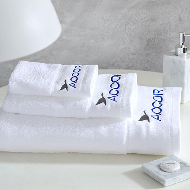 asciugamano per hotel in cotone bianco di alta qualità con logo personalizzato